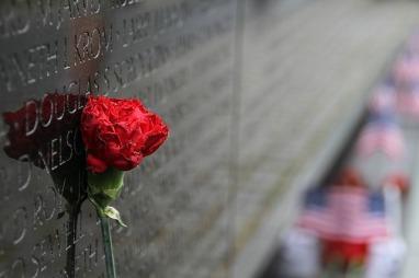 vietnam-wall-memorial-1497266_640